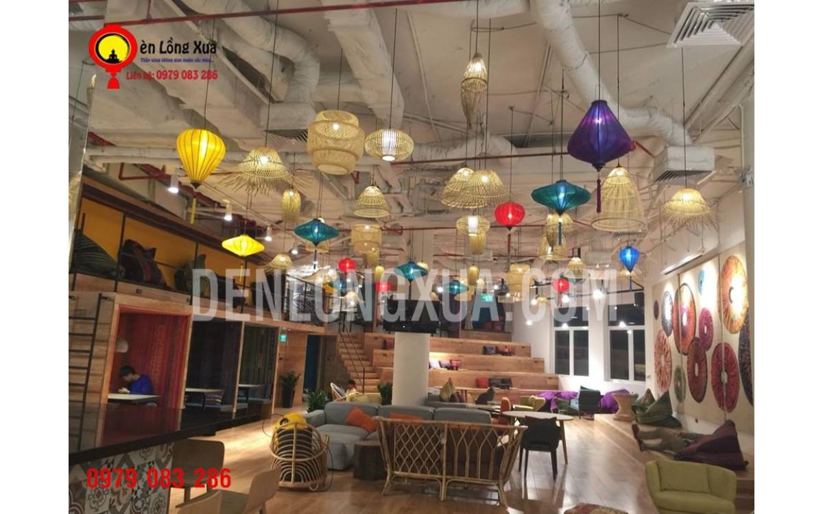 Không gian đèn lồng trong làm việc tại  Naked Hub Indochina Plaza