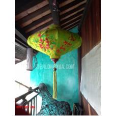 Đèn lồng đĩa bay thêu hoa và chữ Chúc Mừng Năm Mới