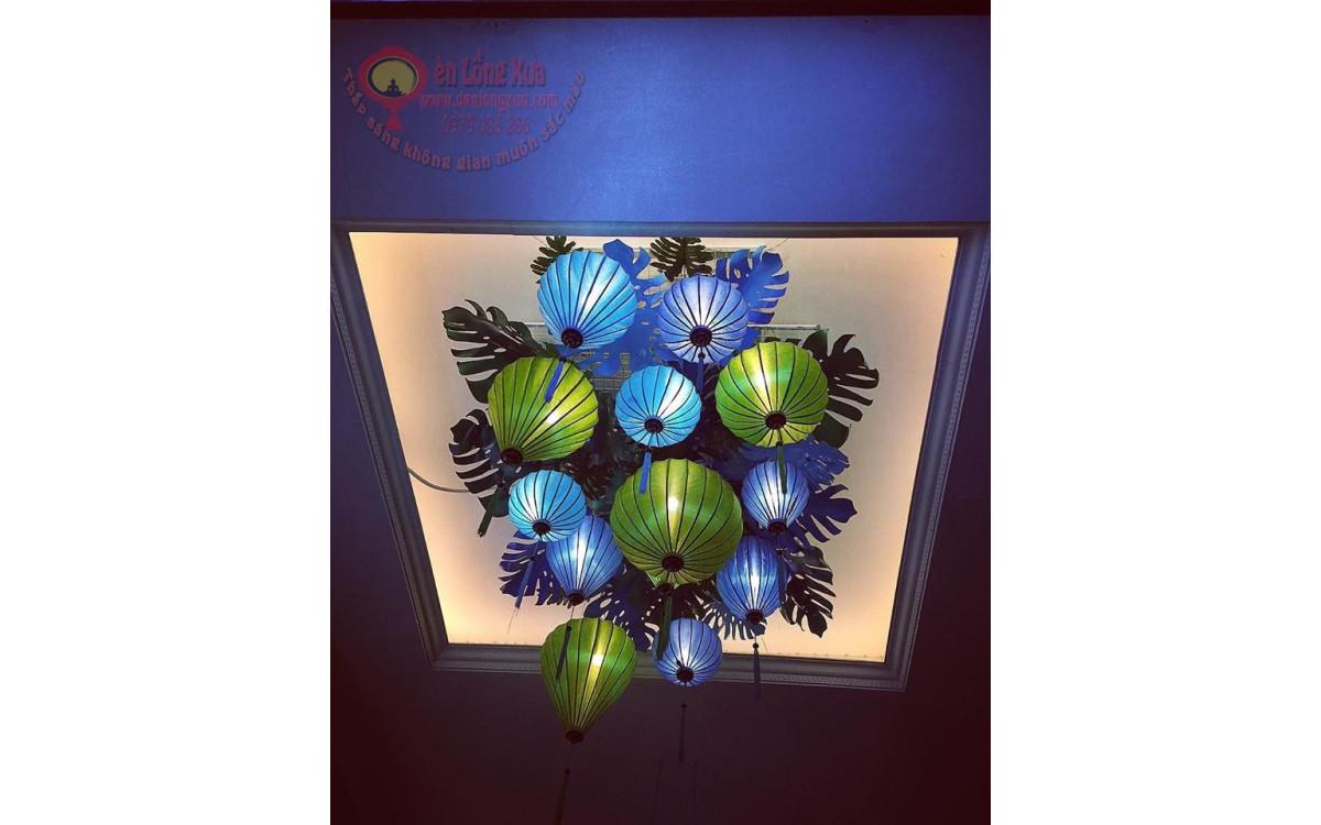 Chùm đèn lồng xanh trang trí khu vực quan trọng trong mùa trung thu