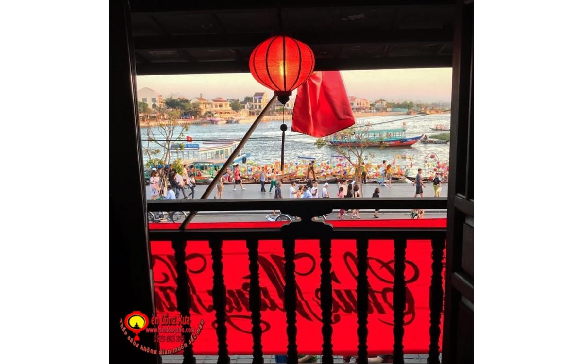 Đèn lồng đỏ Hội An trang trí cửa sổ