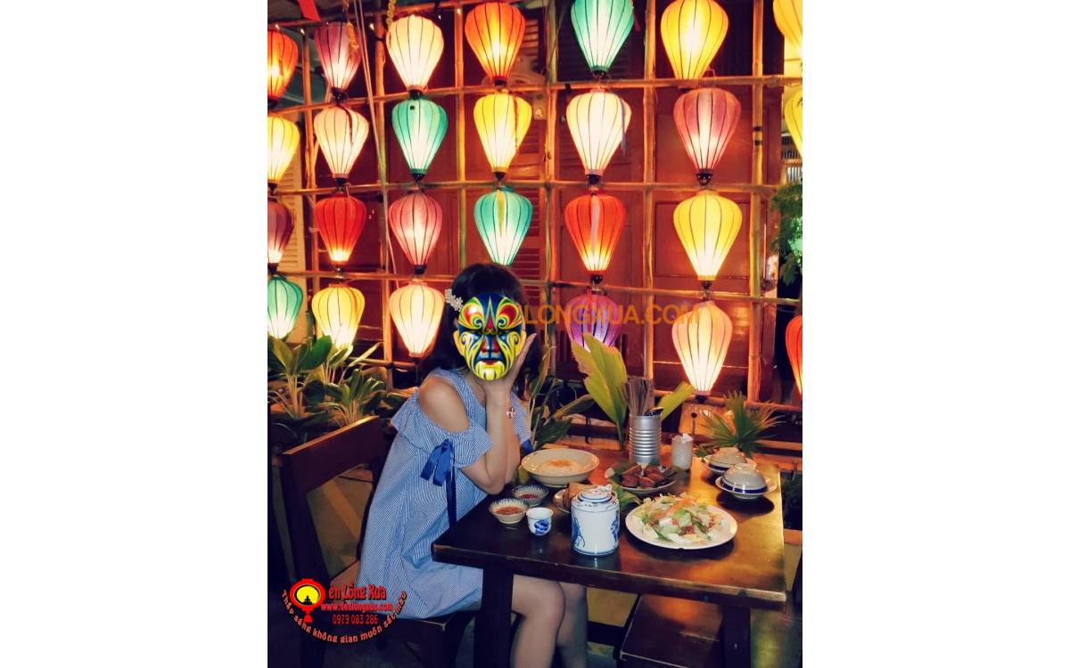 Trang trí tạo bức tường lồng đèn trong nhà hàng