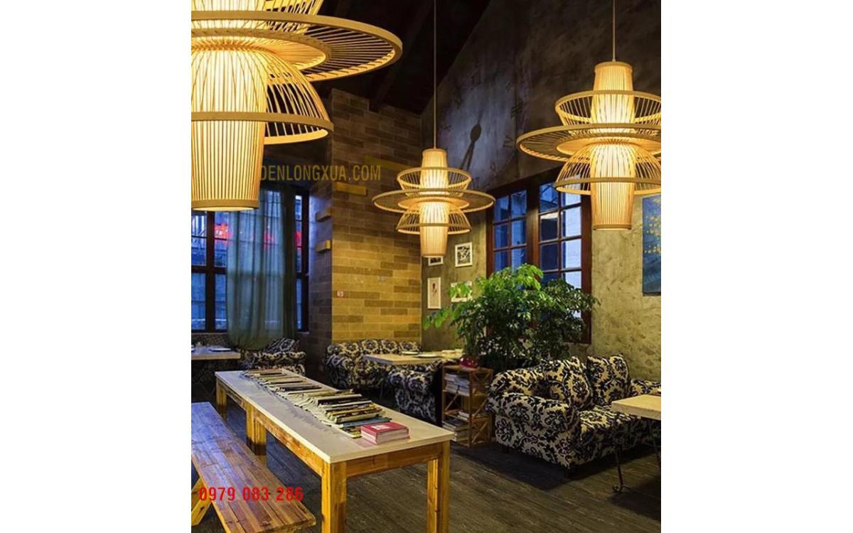 Không gian nhà hàng đẹp cùng đèn tre