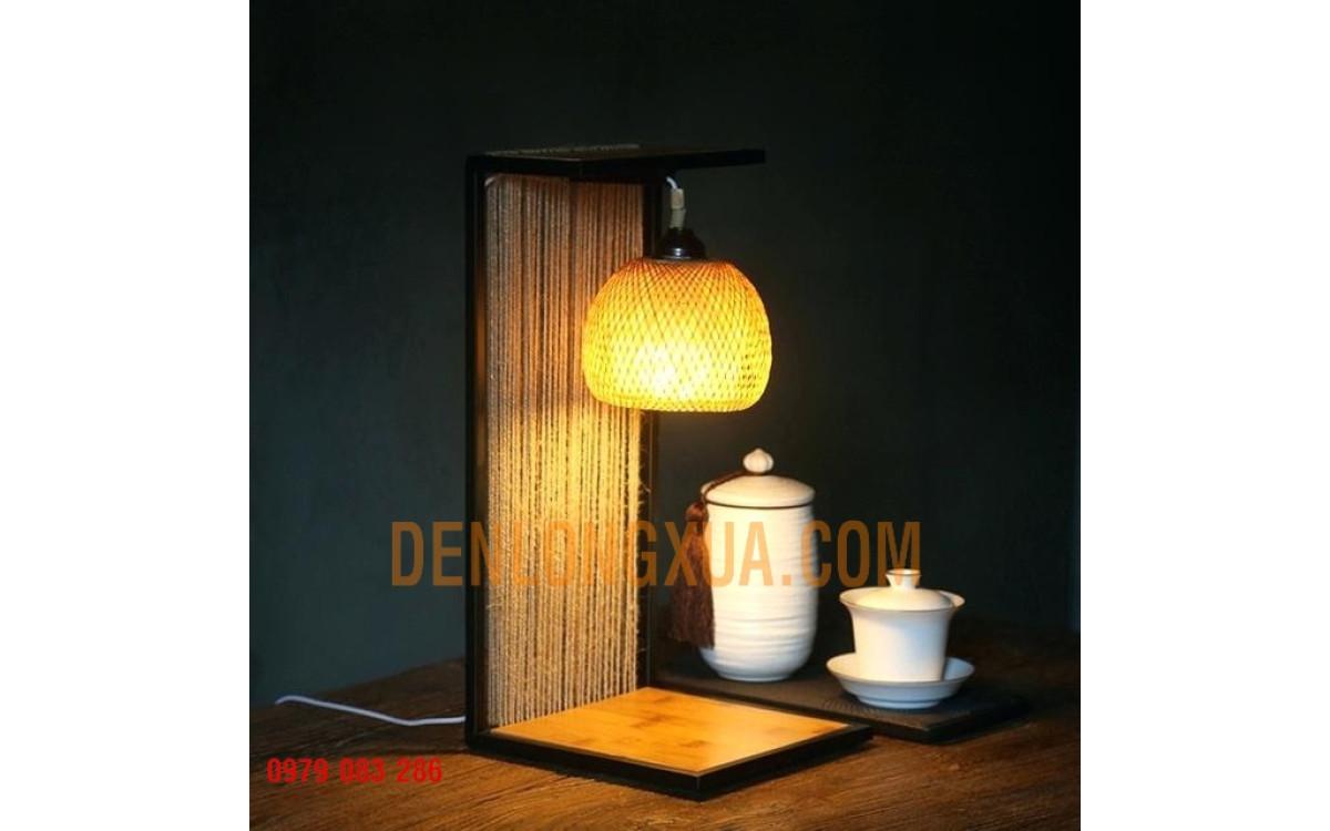 Đèn để bàn kiểu thả trụ tre nhìn rất đẹp